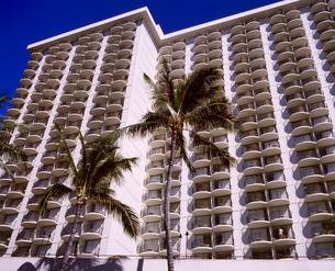 ハワイ州 オアフ島 ホノルルの高層ビルの写真素材 [FYI04534355]