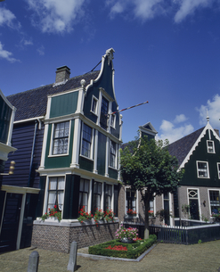 オランダ ザーンセスカンスの古い建物の写真素材 [FYI04534391]