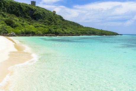 来間前浜周辺の美しいサンゴ礁の海の写真素材 [FYI04534505]