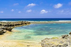 下地島のサンゴ礁の海の写真素材 [FYI04534578]