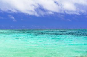 宮古島のわいわいビーチの写真素材 [FYI04534580]