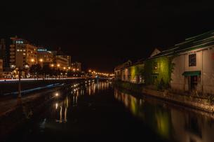 夜の小樽運河の写真素材 [FYI04535076]