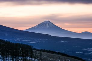 霧ヶ峰ビーナスラインからの富士山の写真素材 [FYI04535215]
