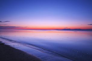 知床連山とオホーツク海の朝の写真素材 [FYI04535601]