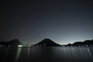榛名山と星空の写真素材 [FYI04535958]