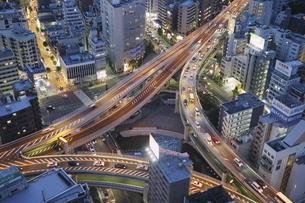 麻布十番から見える一の橋ジャンクションの写真素材 [FYI04536861]
