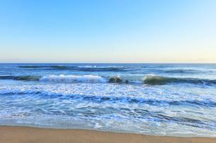 朝の日本海の写真素材 [FYI04537002]