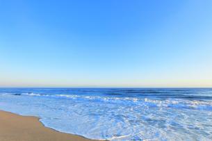 朝の日本海の写真素材 [FYI04537004]
