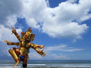インドネシア、バリ島、スミニャックビーチの写真素材 [FYI04537139]