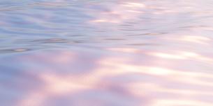 波_水_海_湖_水面_wave,water,sunset,pinkの写真素材 [FYI04537444]