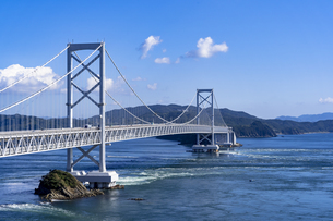 鳴門海峡の大鳴門橋の写真素材 [FYI04537525]