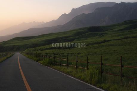阿蘇の山々の写真素材 [FYI04537753]