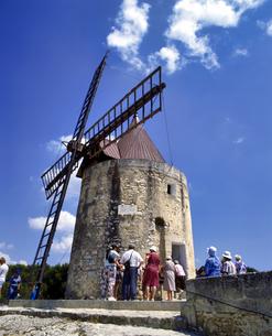 フランス プロバンス地方 フォンヴィエイユのドーテの風車の写真素材 [FYI04538013]