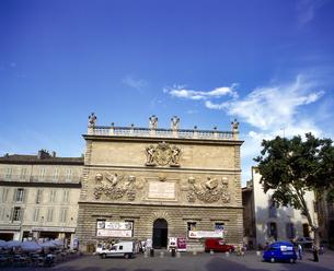 フランス プロバンス地方 アヴィニョンの古い建物の写真素材 [FYI04538030]