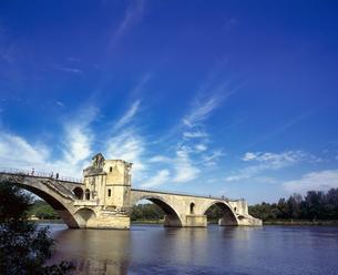 フランス プロバンス地方 アヴィニョンのサンベネゼ橋の写真素材 [FYI04538039]
