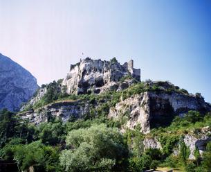 フランス プロバンス地方 フォンテンヌドヴォークルーズの城跡定の写真素材 [FYI04538057]