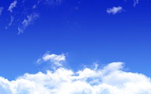 青空と白い雲の写真素材 [FYI04538209]