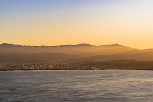 亀老山展望台より来島海峡夕景の写真素材 [FYI04538592]