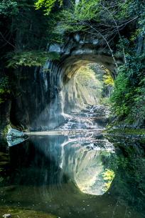濃溝の滝・亀岩の洞窟 ハートの写真素材 [FYI04538640]