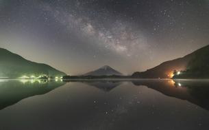 天の川と富士山の写真素材 [FYI04538652]