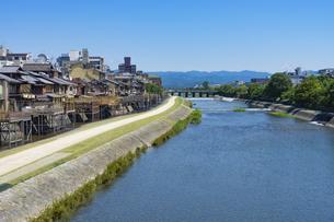 京都鴨川 夏の写真素材 [FYI04538888]