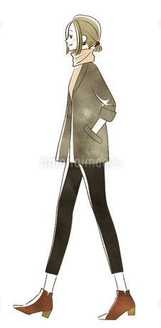 笑顔で歩く女性のイラスト素材 [FYI04538930]
