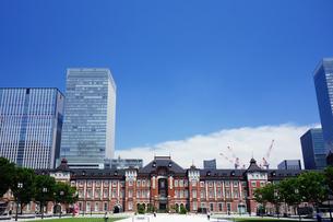 東京駅 丸の内駅前広場の写真素材 [FYI04538964]