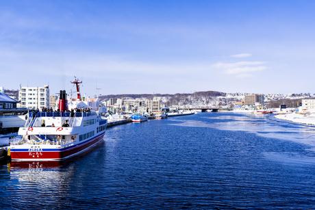 流氷観光船と網走港の写真素材 [FYI04539215]
