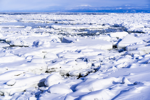 オホーツク海の流氷群の写真素材 [FYI04539297]