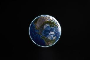 暗い空間に浮かぶ地球の写真素材 [FYI04539674]