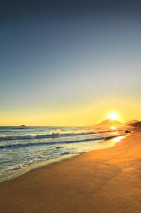 日本海と夏至の朝日の写真素材 [FYI04539866]