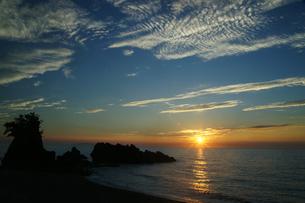 日本海の夕暮れの写真素材 [FYI04539876]