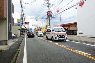 出動する救急車の写真素材 [FYI04539907]