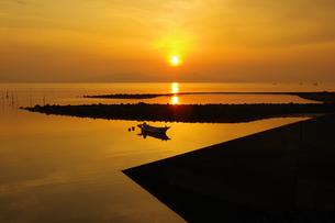 静かな夜明けの写真素材 [FYI04540050]
