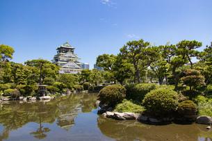 大阪城と日本庭園の写真素材 [FYI04541245]