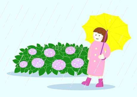 雨の日に、黄色い傘をさして歩いている女の子、アジサイが沢山咲いているのイラスト素材 [FYI04541509]