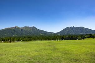 熊本県 月廻り温泉公園より阿蘇五岳を望むの写真素材 [FYI04541745]