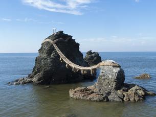 三重県伊勢市 二見興玉神社の夫婦岩の写真素材 [FYI04542219]