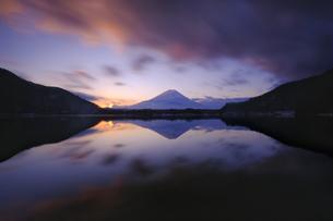 黎明 Mt. Fuji の写真素材 [FYI04542849]