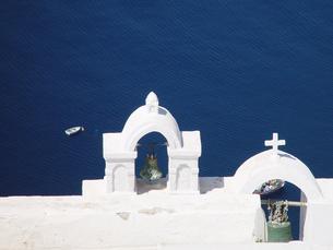 ギリシャ 紺碧のエーゲ海 サントリーニ島の白い壁の写真素材 [FYI04543043]