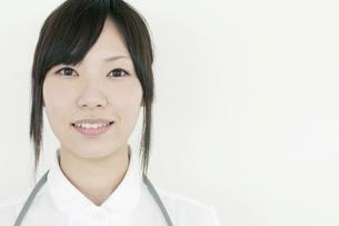 微笑む看護師の写真素材 [FYI04543512]