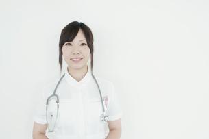 微笑む看護師の写真素材 [FYI04543514]