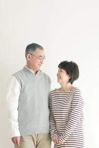 シニア夫婦のポートレートの写真素材 [FYI04543649]