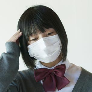 頭痛がする中学生の写真素材 [FYI04545485]