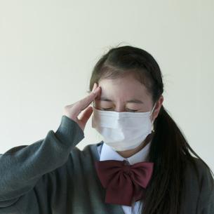 頭痛がする中学生の写真素材 [FYI04545551]
