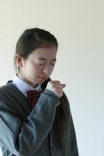 咳をする中学生の写真素材 [FYI04545557]