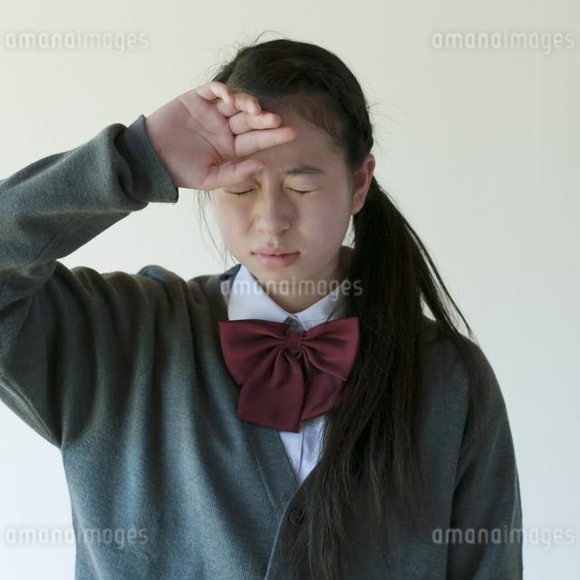 熱がある中学生の写真素材 [FYI04545566]