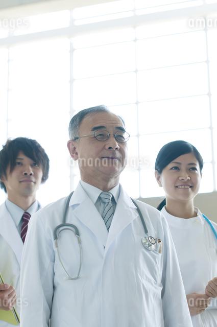 医者と看護師の写真素材 [FYI04545858]