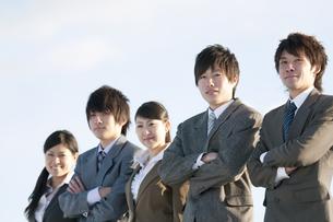 微笑むビジネスマンとビジネスウーマンの写真素材 [FYI04546794]
