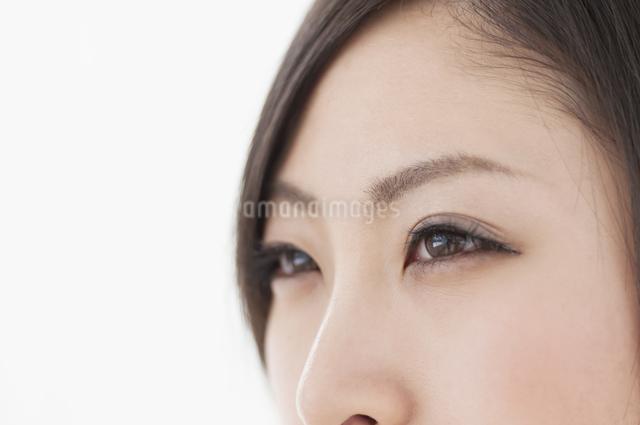 女性の目元の写真素材 [FYI04546865]